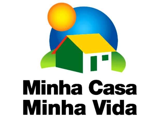 Com o apoio da Prefeitura, CEF entrega contratos para famílias do Residencial Emílio Bosco
