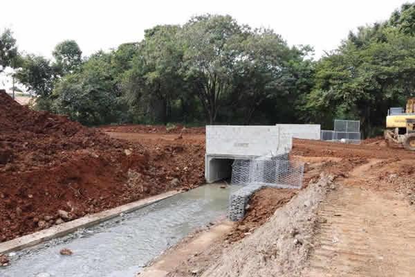 Aduelas são instaladas e recuperação da Rua 29 do Jardim Maria Antonia atinge 30% de obras concluídas