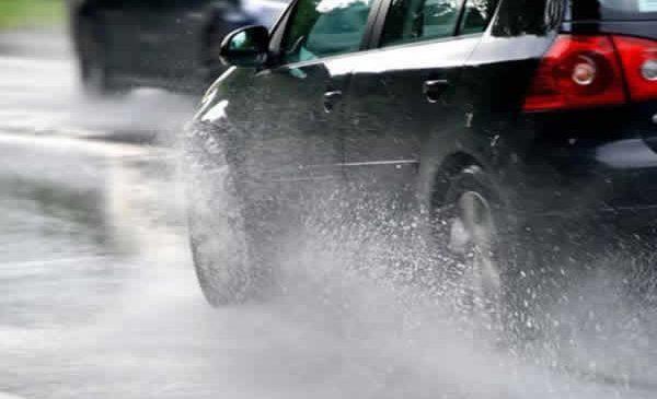 SMMUR orienta motoristas sobre como dirigir com segurança nos dias de chuva