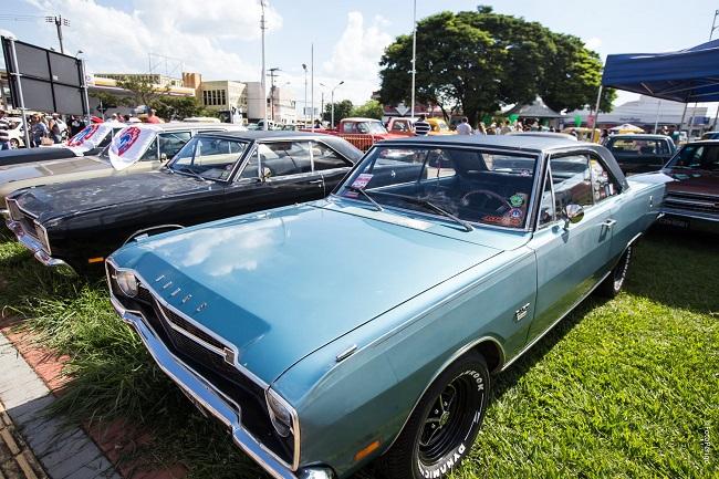 Expo Clássico reúne grande encontro de carros antigos na cidade de Sumaré/SP