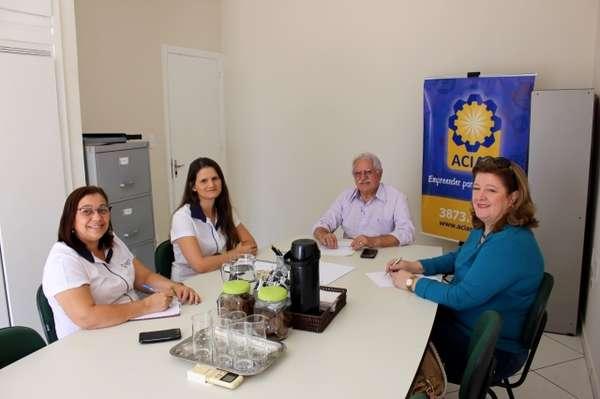 Fundo Social convida ACIAS para parceria na Campanha do Agasalho