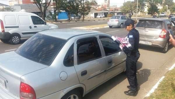 Guarda Municipal de Sumaré realiza blitz em homenagem ao Dia das Mães