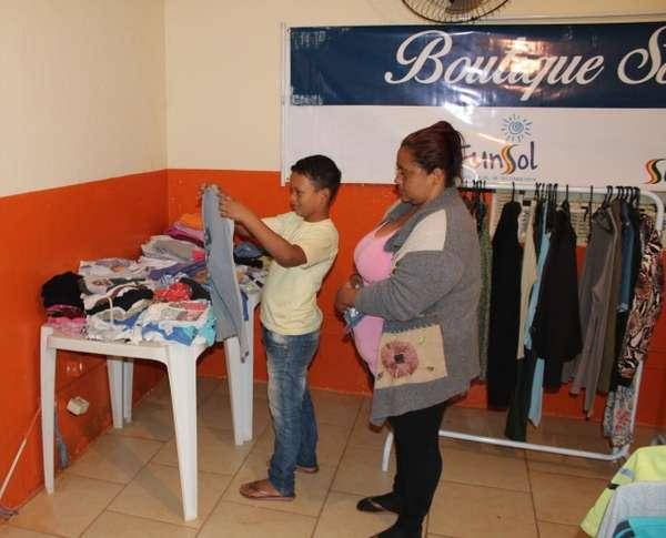 """""""Boutique Solidária"""" inicia distribuição de agasalhos a famílias cadastradas nos CRASs"""