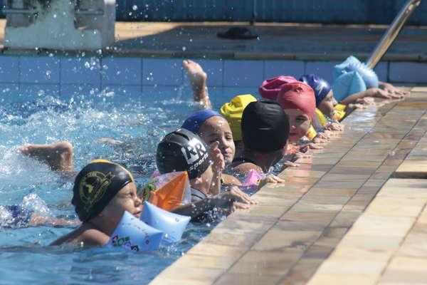 Após investimentos, Prefeitura de Sumaré aumenta em 135% a quantidade de alunos em aulas de natação e hidroginástica