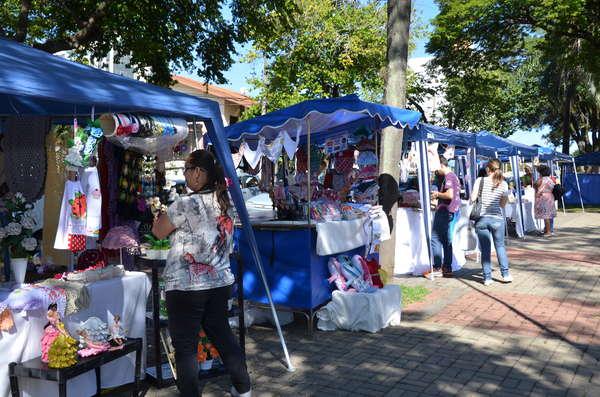 Feira de Artesanato acontece neste sábado na Praça Manoel de Vasconcellos