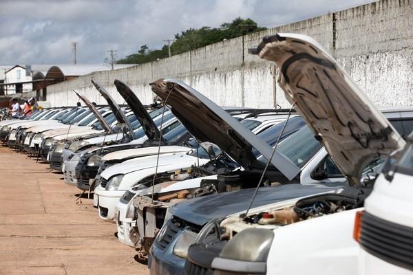 Leilão do Detran-SP de centenas de carros apreendidos em Campinas