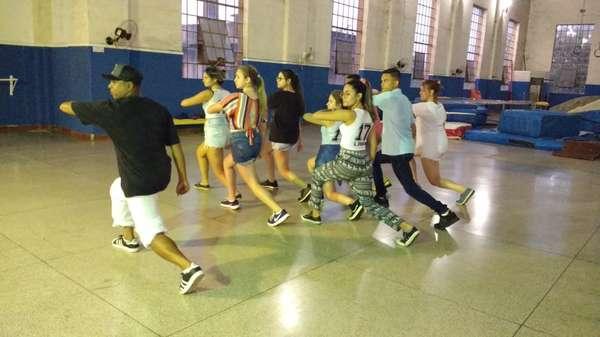 Prefeitura promove aulas gratuitas de 'Street Dance'