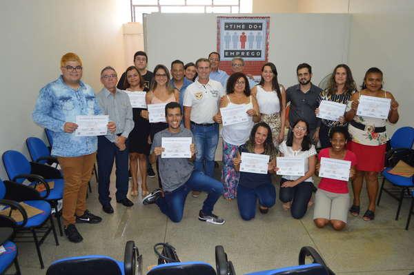 """Participantes do 1º """"Time do Emprego"""" recebem certificados de conclusão de curso"""