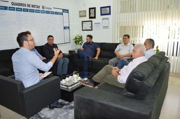 Prefeito Luiz Dalben recebe convite para cerimônia de posse da nova diretoria da ACIAS