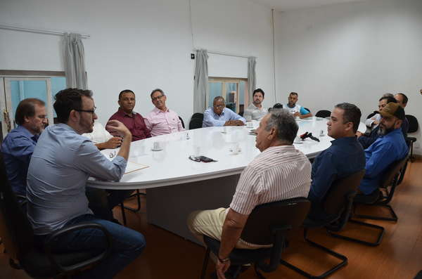 Prefeito Luiz Dalben recebe representantes de igrejas evangélicas de Sumaré