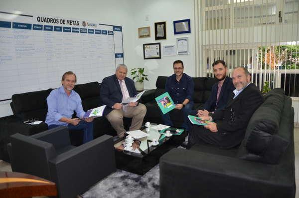 Prefeito Luiz Dalben recebe representantes de nova cooperativa de crédito de Sumaré