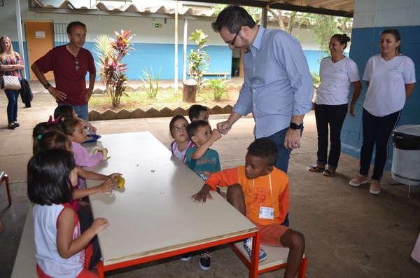 """Alunos de Sumaré participam de projeto de educação alimentar """"Almoço Mágico"""""""